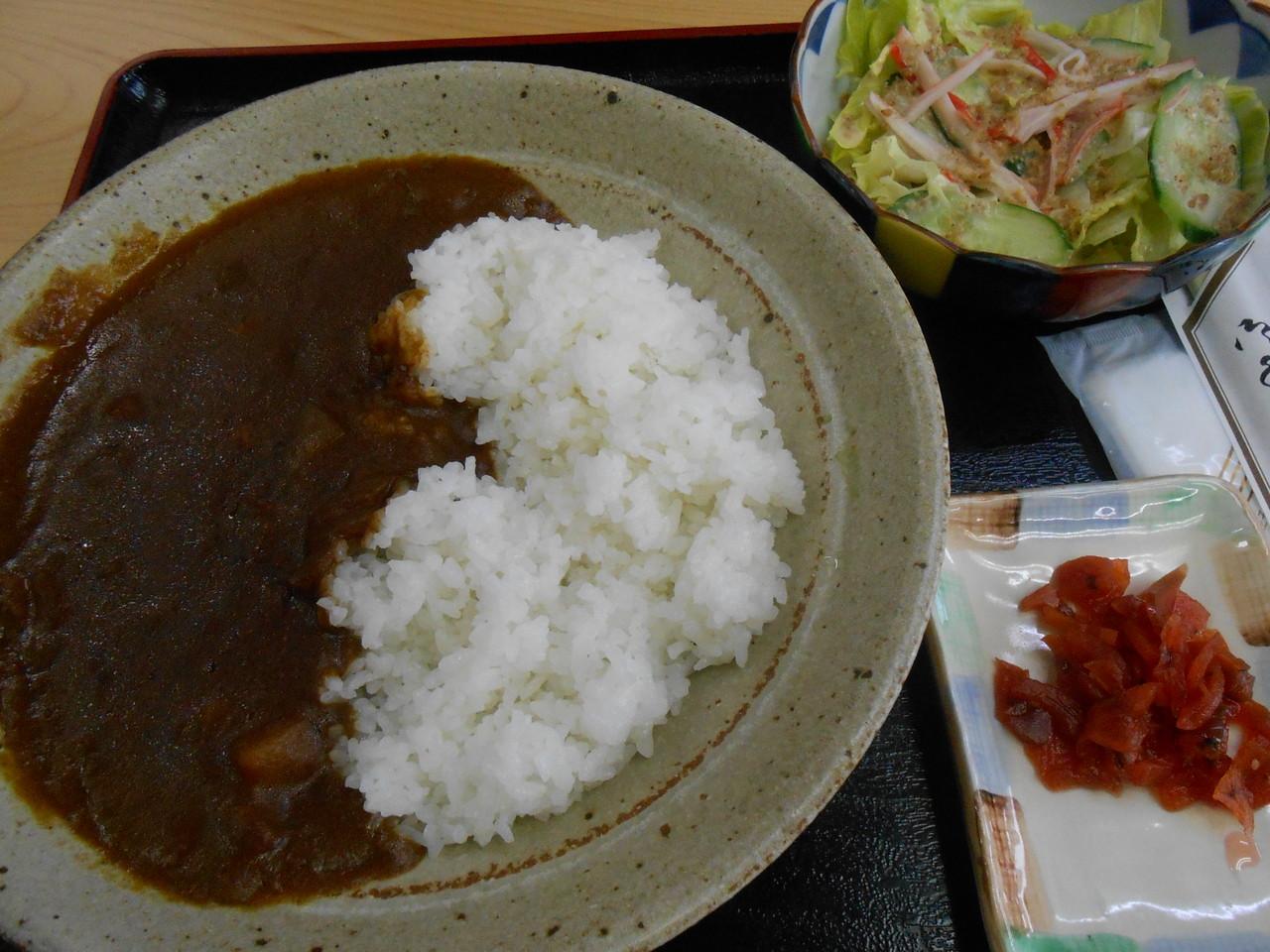 「かどや喫茶店」 サラダ付きセット500円、サラダ・コーヒー付きセット600円です