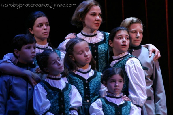 The Von Trapp kids and Maria during Edelweiss