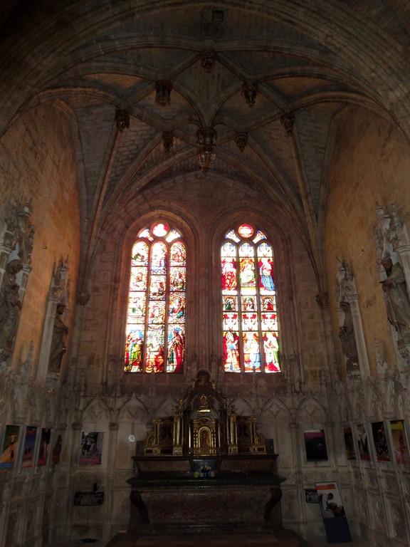 La cathédrale a été reconstruite sur un style gothique et gothique flamboyant (coeur) au XVème.