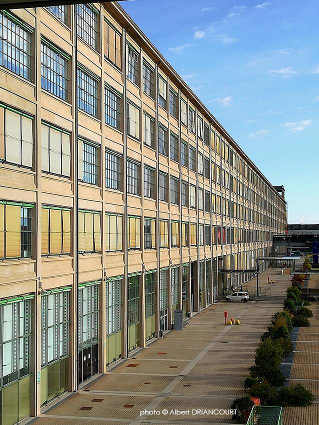 l'ancienne usine Fiat de Turin avec ses façades d'origine...