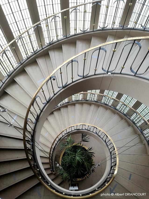 l'escalier de l'ancien siège de Gillette France à Annecy