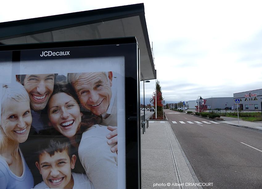Les seuls sourires sont sur les affiches