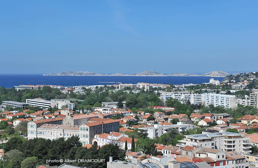 Magnifique vue sur Marseille depuis le sommet du bâtiment