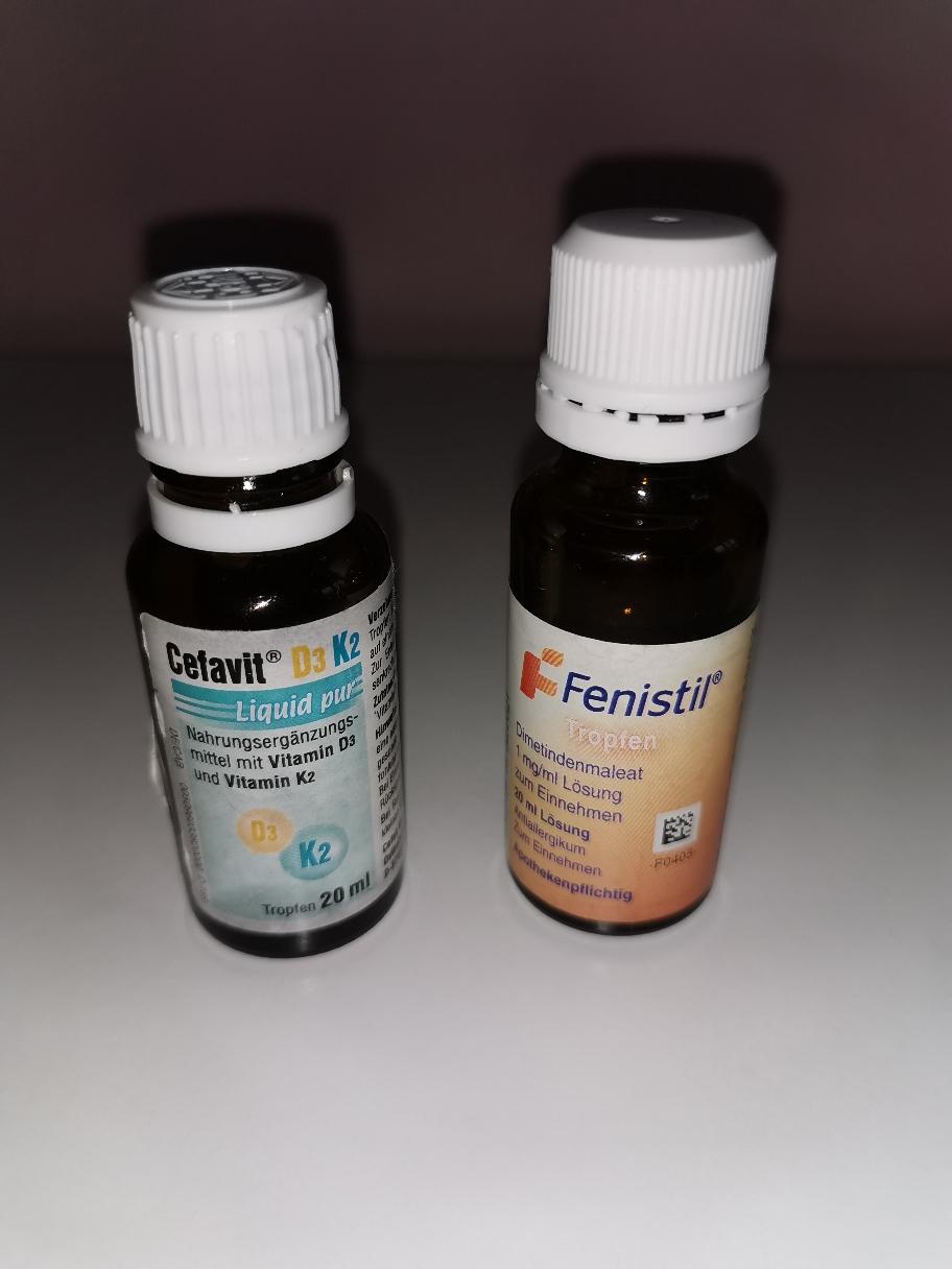 Vitamin D plus K2 kommen täglich zum Einsatz und Fenistil Tropfen bei Bedarf.