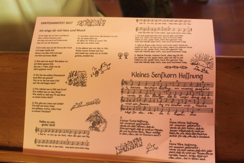 Programmblatt mit Liedern für das Erntedankfest