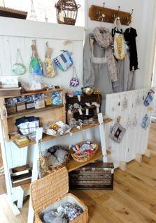 手作り石鹸、みつろうワックス、木工品、ストール、アイアン小物、がま口、布小物