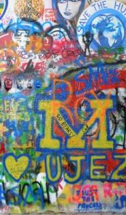 Ausschnitt vom Graffiti an der John-Lennon-Mauer in Prag