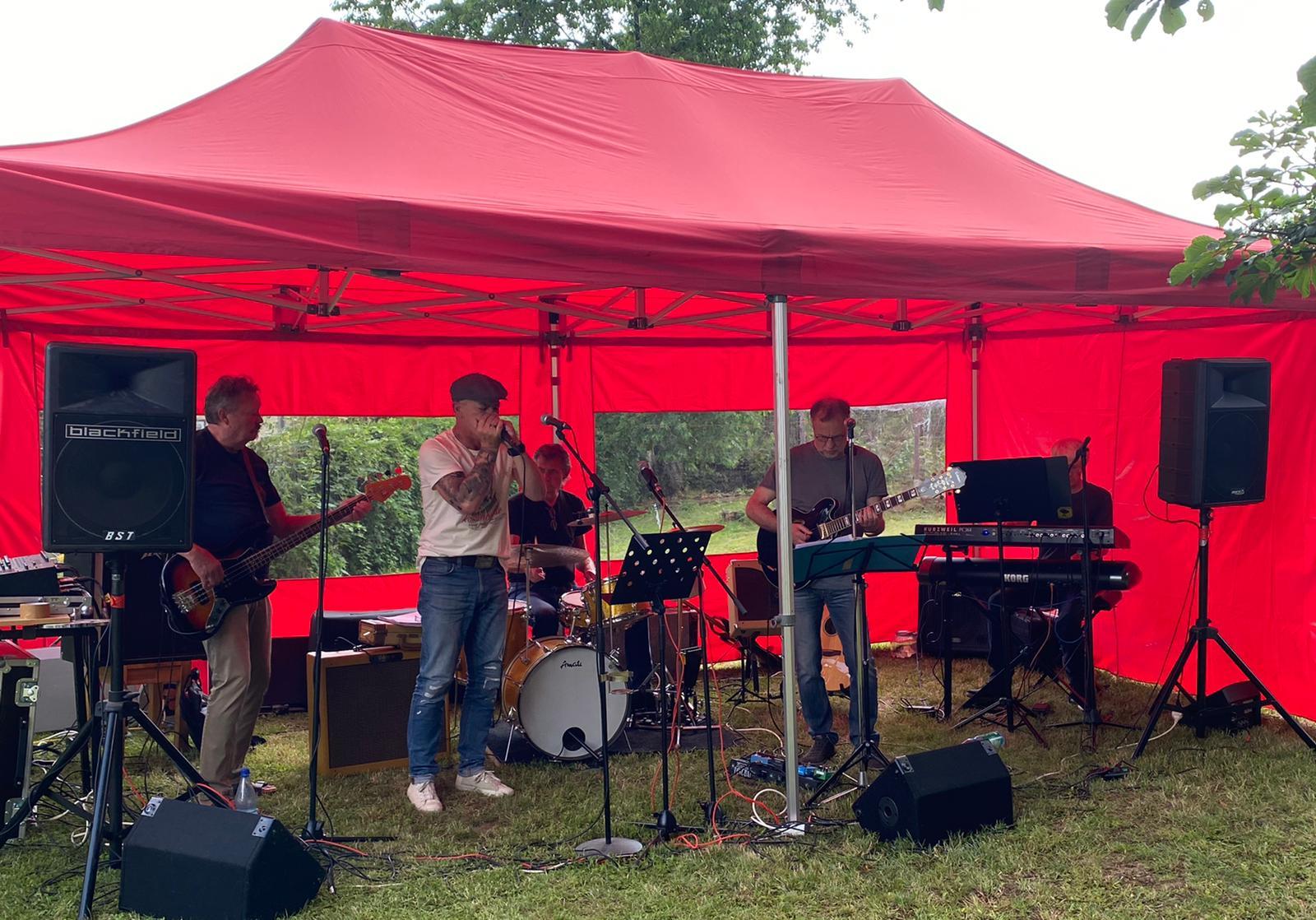 Gartenstuhlkonzert mit FEETZ Band