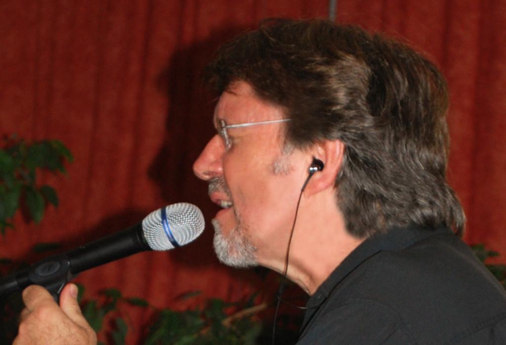 Mit Robert Holly: Gesamtleitung und Gesang