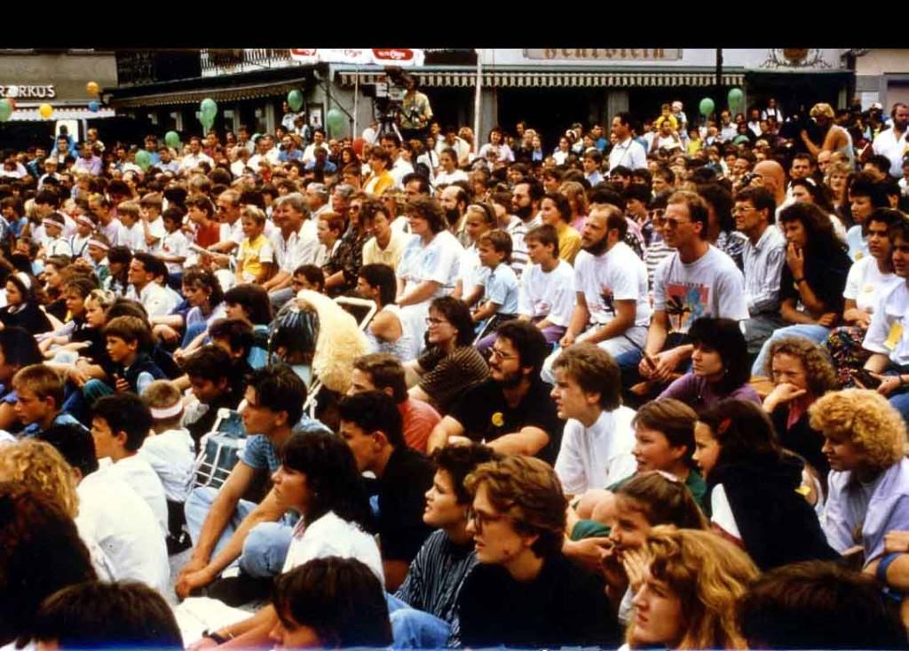 Besucher und Kamarateam beim Open Air in Dornbirn 1989