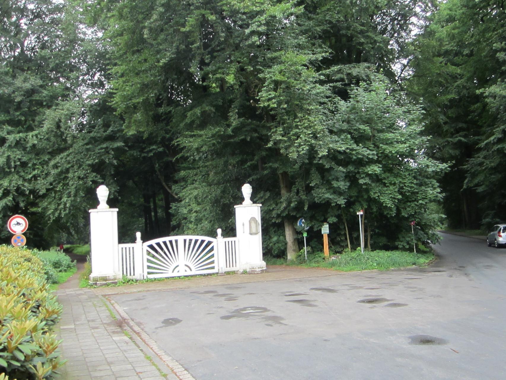 Eingang in den Vareler Busch