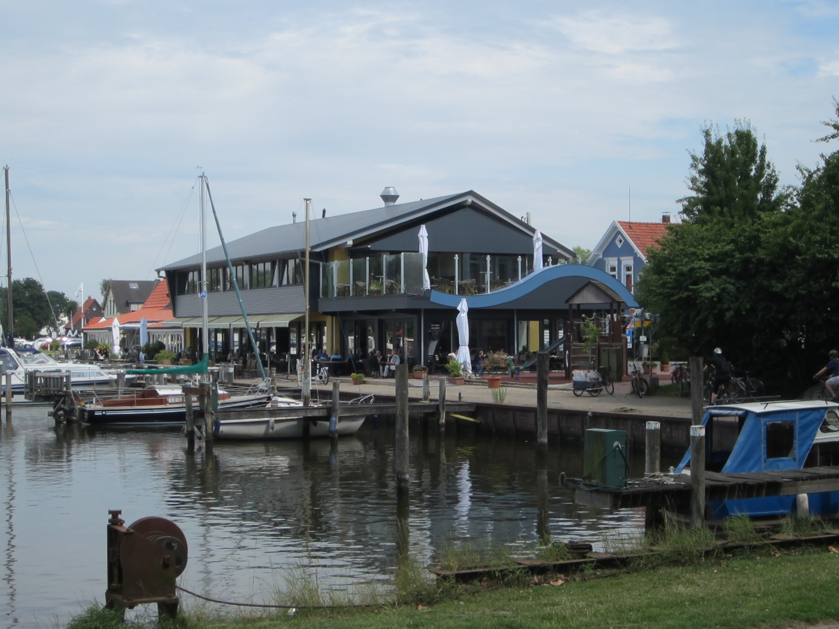 "Lokal ""Aal und Krabbe"" am Vareler Hafen"