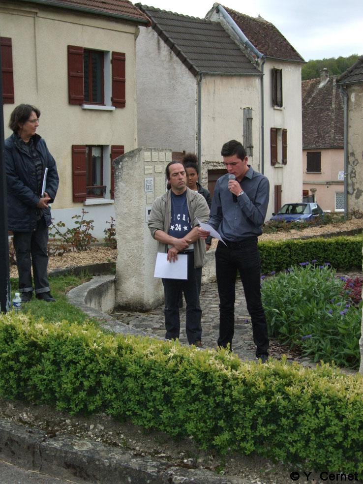 Lecture de textes par les jeunes de la commune nouvelle.