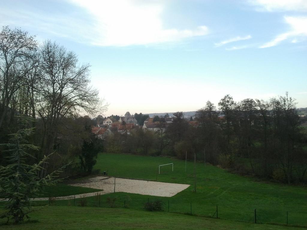 Le terrain route du Breuil et le terrain de foot
