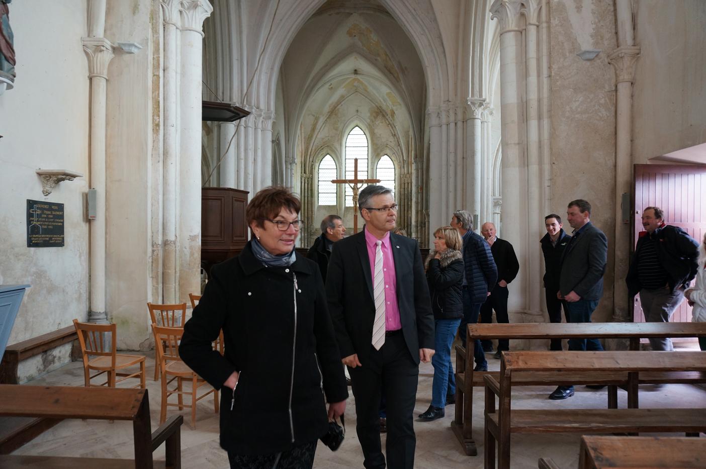 La Maire déléguée Jacqueline Picart commente la visite