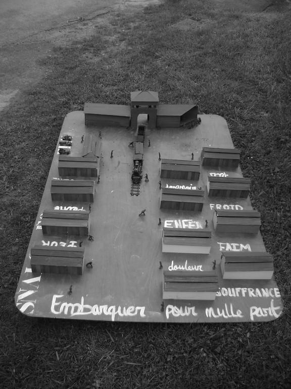 Journées mémoires Baulne en Brie 2009 : camp de concentration (oeuvre des élèves de 3 ème du Collège de Condé en Brie)