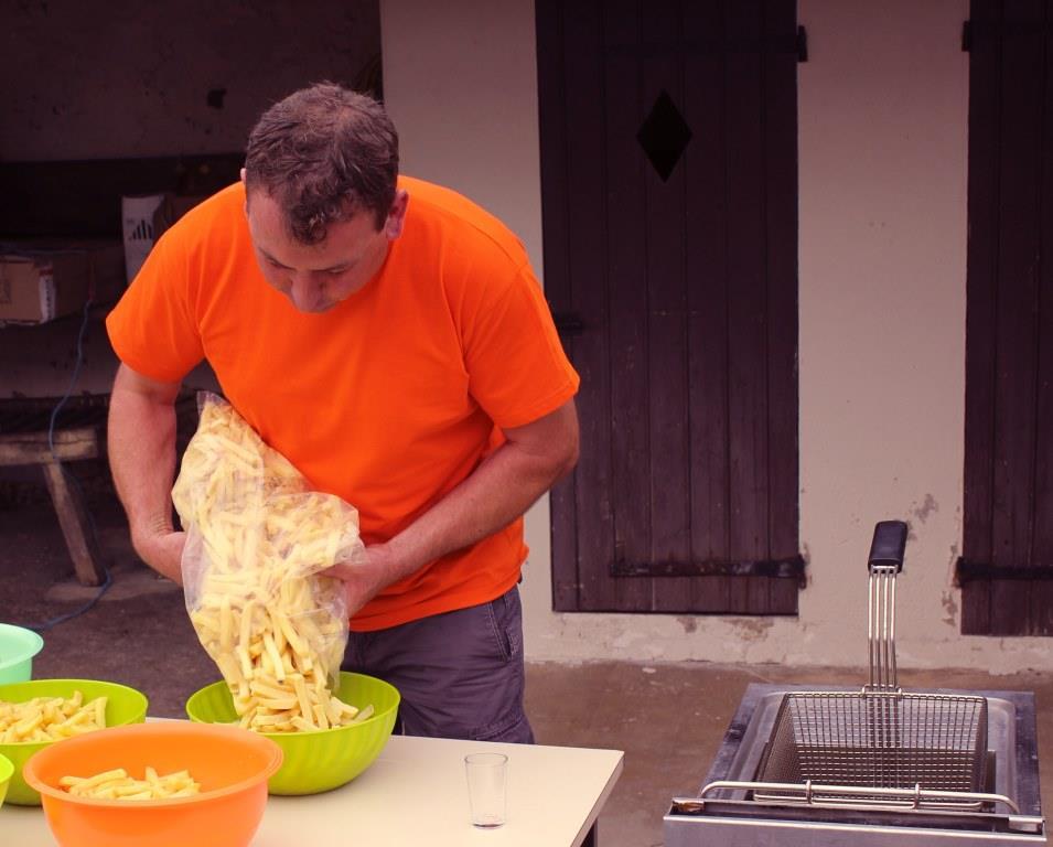 Olivier Picart assure lorsqu'il s'agit de faire des frites.