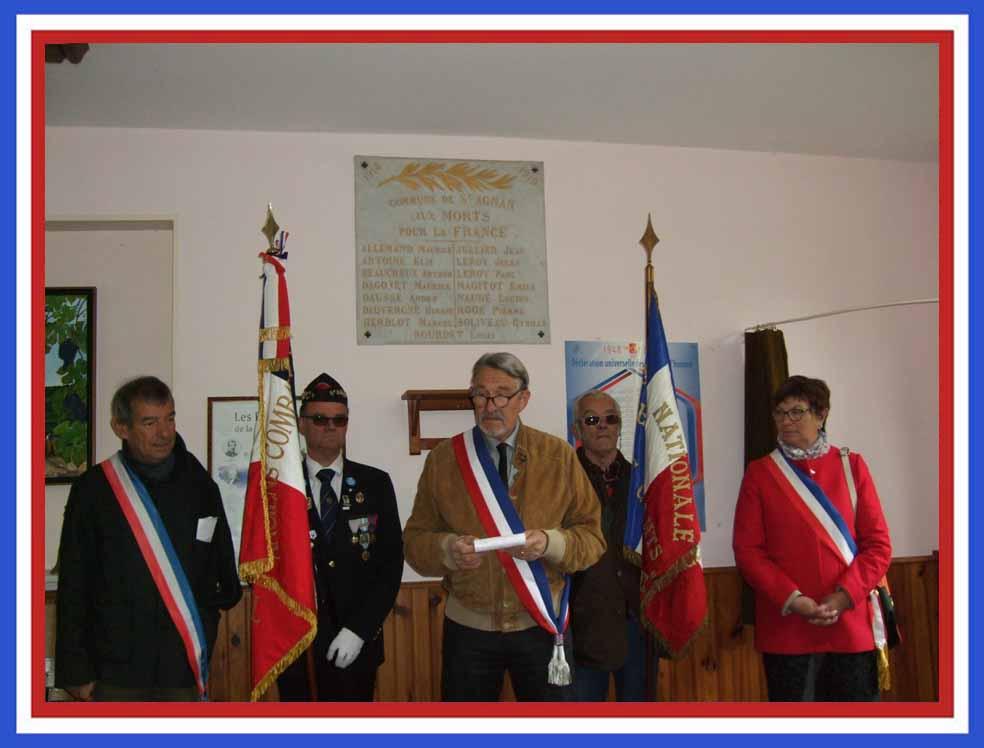 De gauche à droite : Bruno Lahaouati, Marcel Dartinet (porte-drapeau), Pierre Trouble, Jacques Cernet (porte-drapeau), Jacqueline Picart.