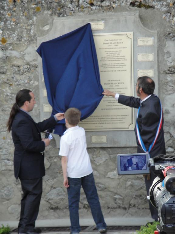 Journées mémoires Baulne en Brie 2009 : inauguration de la Place Daniel Beaucreux
