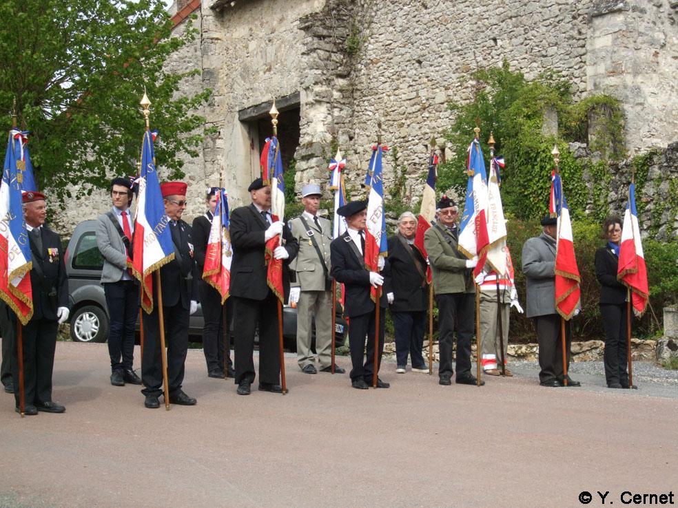Porte-drapeaux des associations patriotiques et d'anciens combattants