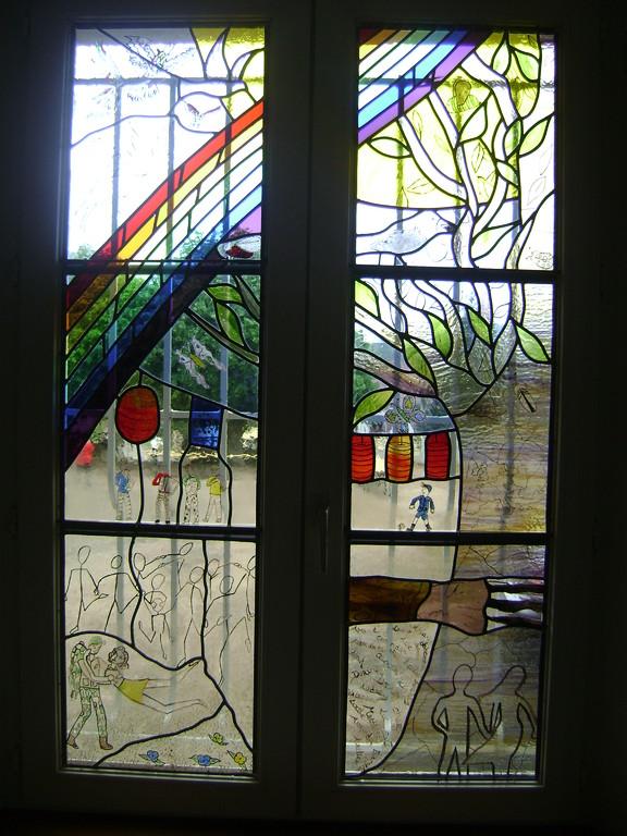 Journées mémoires Baulne en Brie 2009 : vitrail (oeuvre des élèves de 3 ème du Collège de Condé en Brie)