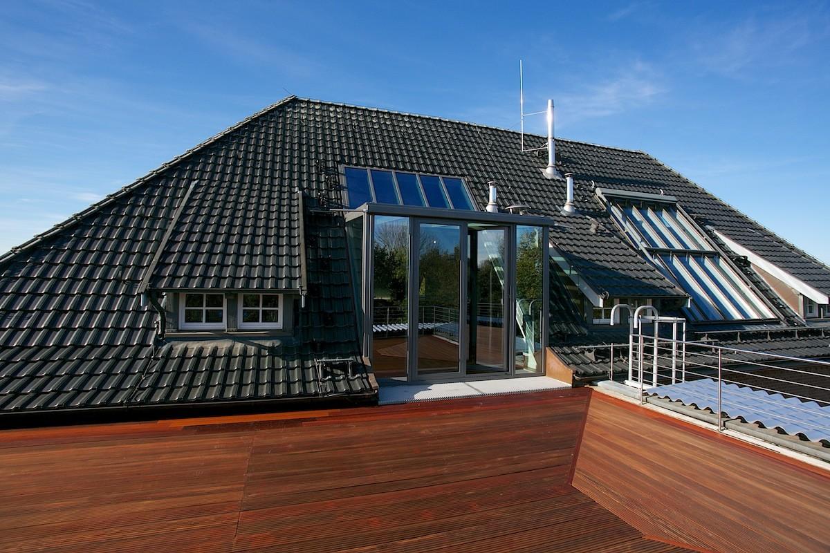 Dachterrasse mit Blick zum Penthouse