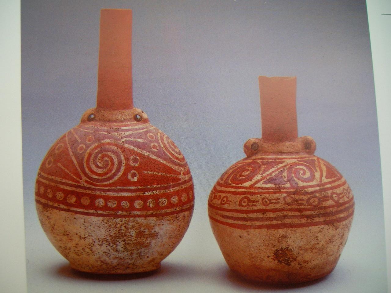 博物館にあったインカ時代の壺。これはネガティブ焼成ではありませんね。