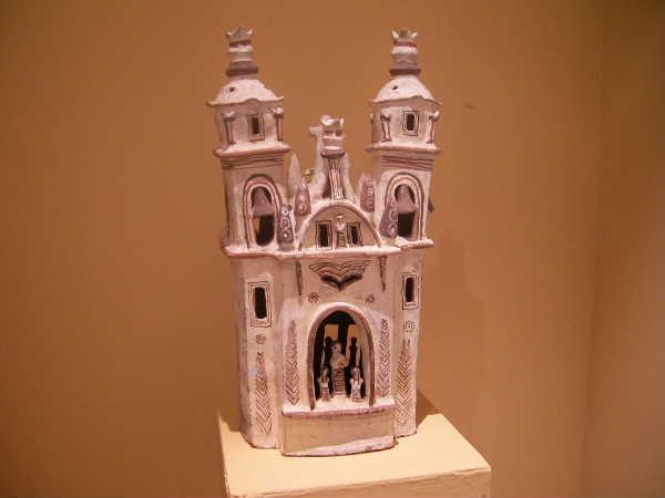 クエンカの画廊で見たペルー製の陶の家。
