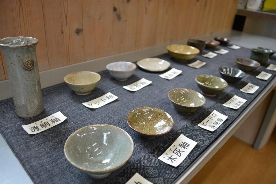 作陶後に何色にするか、釉薬(ゆうやく)を選んで下さい。