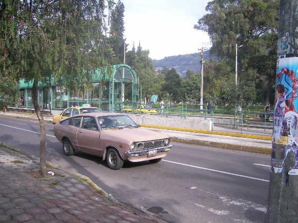 エクアドル首都のキトに移動。懐かしい車が現役で走る!