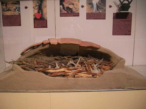 チクライヨにある博物館の窯模型。当時の成形方法や焼成方法の再現パネルが面白かった。