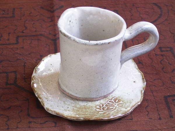 コーヒーカップにソーサーまで作れます。(1550円コース)