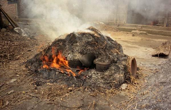 こっちは露天の野焼き。雨期だったので焼いている人は少なかった。