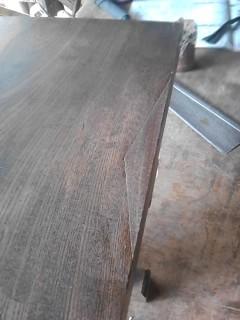 文机(けやき) 欠けた天板に木をうめて、草木染めなどの自然塗料で色を合わせました。