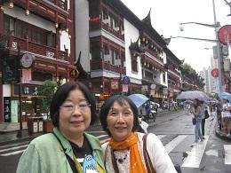 おなじみ進藤多万さん(左)と見延典子