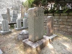 頼春水の墓。碑文は古賀精里。