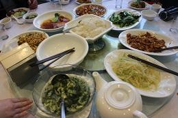 食べ物は野菜中心で、おいしい。