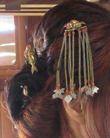 ご当主ご令室様の髪を飾るてんぐの簪