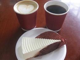 上海図書館のカフェオレ、チーズケーキ