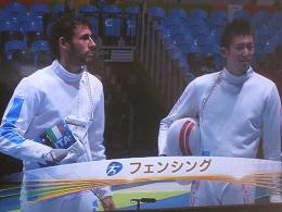 初戦のマルコ・フイケラ選手(左)