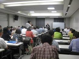 会場内には中国新聞社の取材も入る。