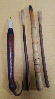 瓢箪の管の筆(左)と松竹梅の筆
