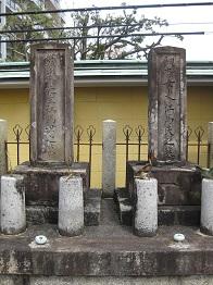 大垣藤江禅桂寺墓碑       左―江馬蘭斎、右ー細香