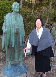 田能村竹下像と進藤多万さん 2015・4・6千光寺公園