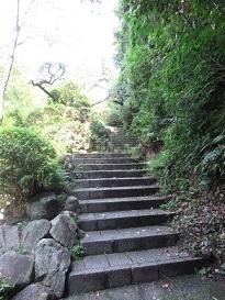 山陽文徳殿につながる石段