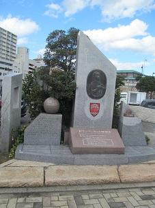 唐戸市場の近くにある        フランシスコ・ザビエルの上陸記念碑