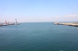 「大連港」岸壁の母に歌われた舞鶴と結ぶ。この港から20万人の日本人が引き揚げた。