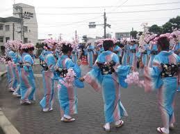 「頼山陽音頭」を踊る竹原市内の中学生
