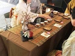 ひな祭り茶会 天蚕の敷物でお煎茶を