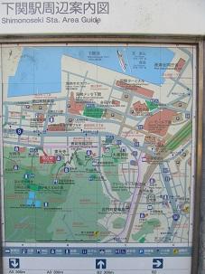 細江公園にある周辺案内板、現在地と東光寺の間に殿峯宅碑と墓地。